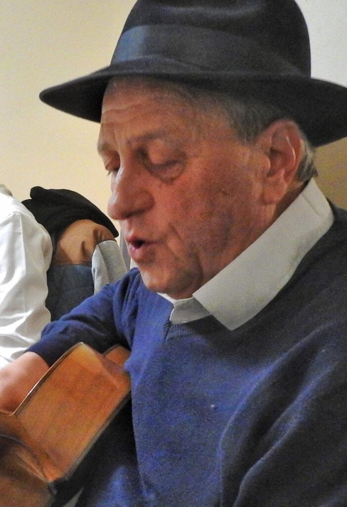 Domján Gábor, gitár, kalap