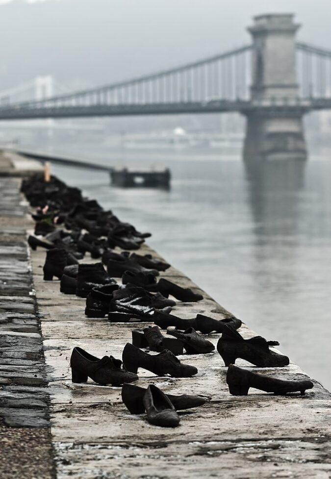 Cipők, emlékmű a Dunaparton, cc