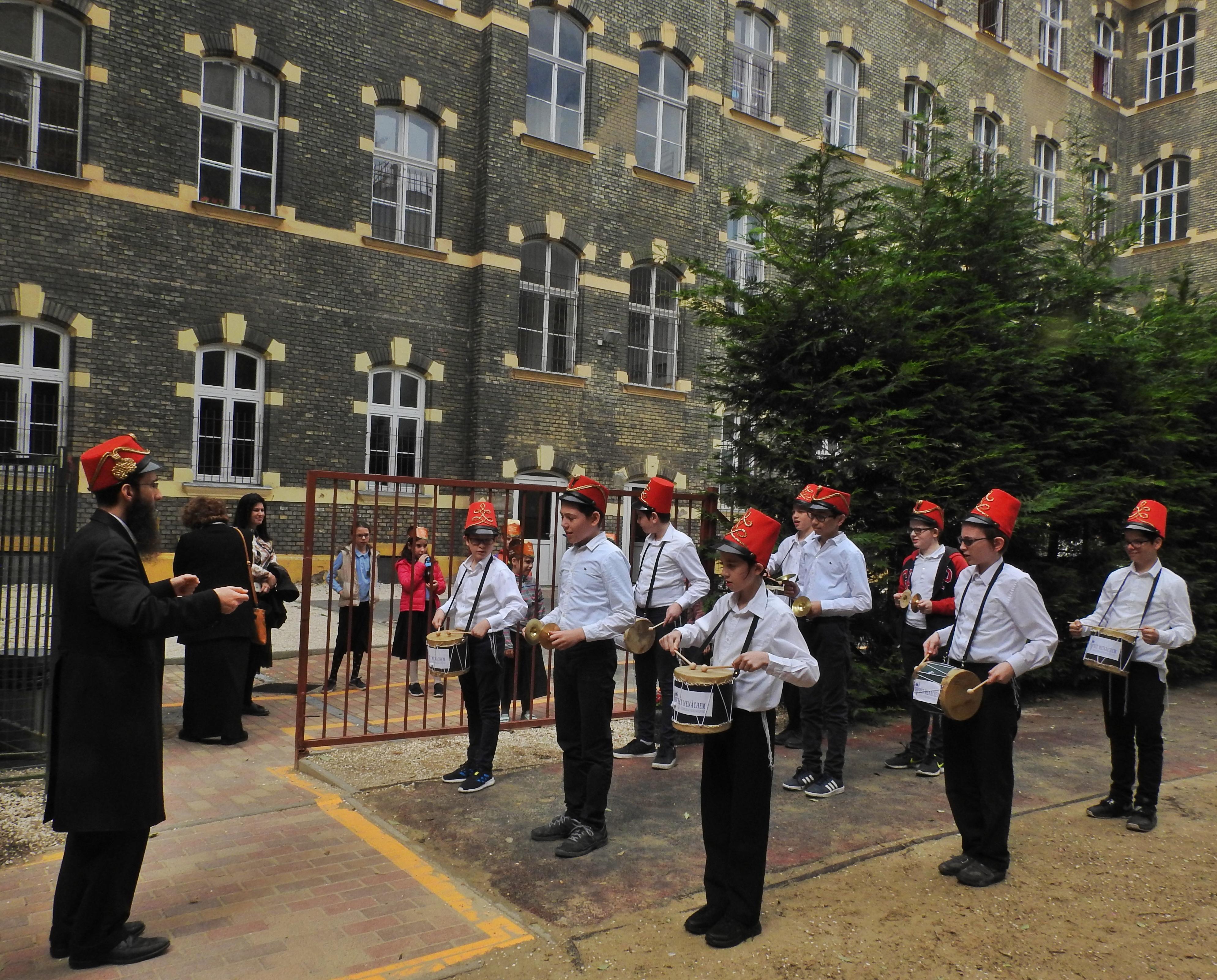 Lág Báomer, Bét Menáhem iskola